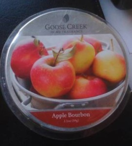 Goose-Creek-Apple-Bourbon-Scented-Candle-2
