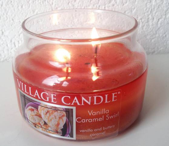 Village-Vanilla-Caramel-Swirl-Scented-Candle-Review-1