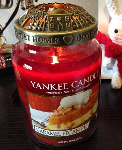 Yankee-22oz-Caramel-Pecan-Pie-Scented-Candle-1