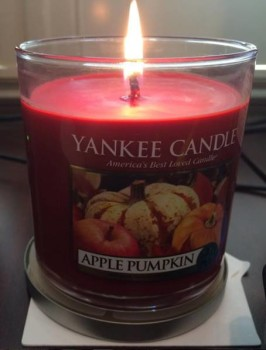 Yankee-Apple-Pumpkin-Candle-Review-1