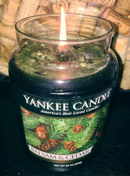 yankee-balsam-cedar-scented-candle-review-1