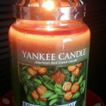 Yankee-Bay-Leaf-Wreath-Scented-Candle-Review-1