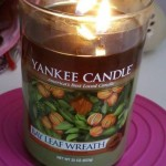 Yankee-Bay-Leaf-Wreath-Scented-Candle-Review-2
