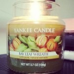 Yankee-Bay-Leaf-Wreath-Scented-Candle-Review-3