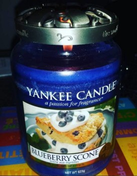 Yankee-Blueberry-Scone-Scented-Candle-Review-2
