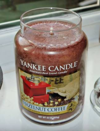 Yankee-Hazelnut-Coffee-scented-Candle-Review-2