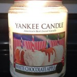 Yankee-Large-White-Chocolate-Apple-Candle-Jar