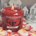 Yankee-Medium-True-Rose-Candle-Photo