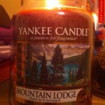 Yankee-Mountain-Lodge-Scented-Candle-Review-1