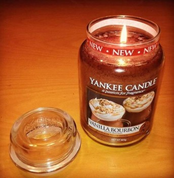 Yankee-Vanilla-Bourbon-Candle-Review-1