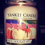 Yankee-White-Chocolate-Apple-Scented-Candle-Review-1