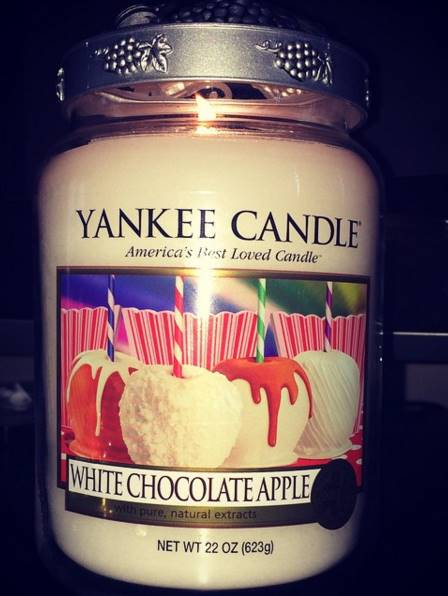 Best Chocolate Scented Flowers: Yankee Candle White Chocolate Apple Review