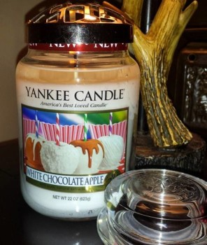 Yankee-White-Chocolate-Apple-Scented-Candle-Review-3
