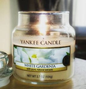 yankee-white-gardenia-sccented-candle-review-3