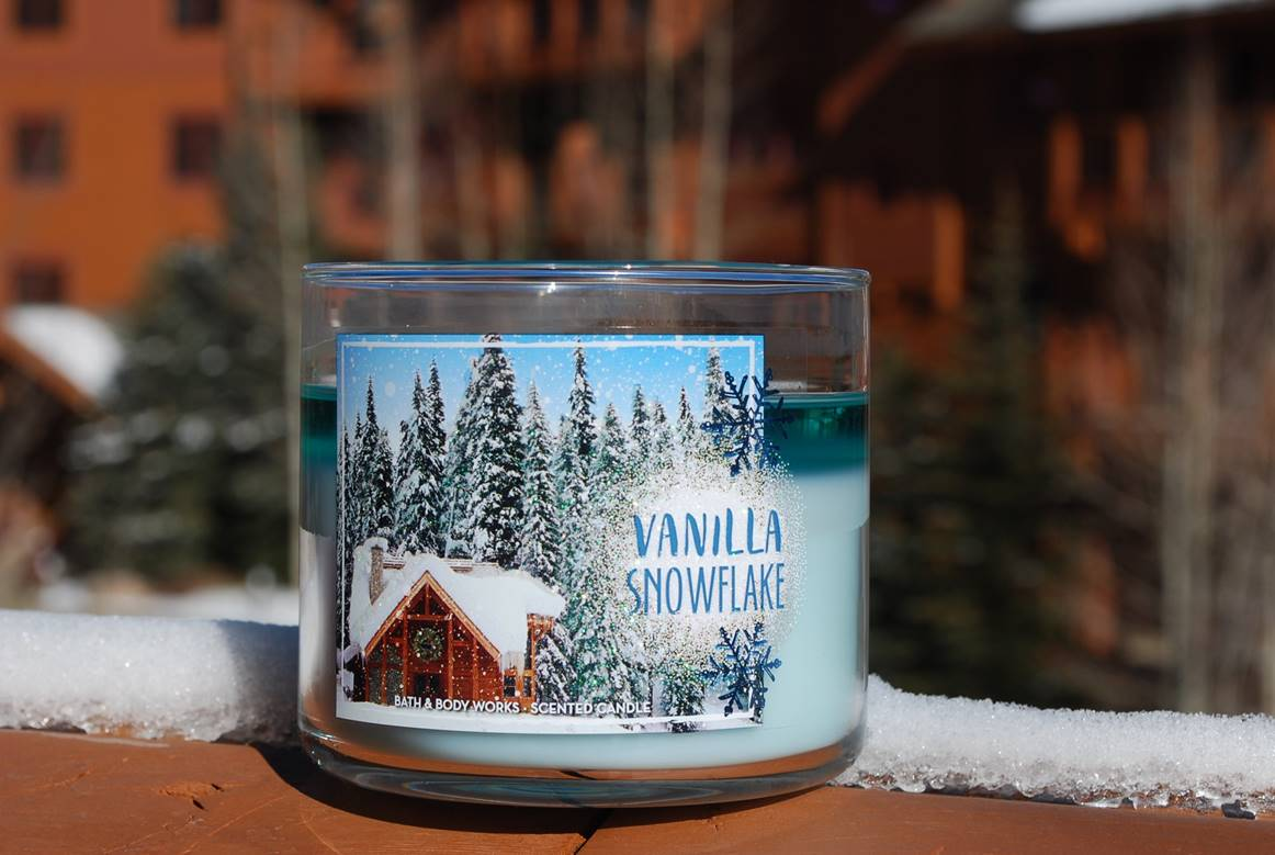 Bath & Body Works Vanilla Snowflake Candle