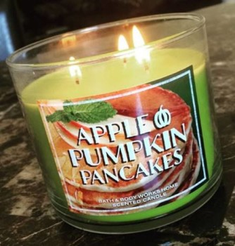 Bath-Body-Works-Apple-Pumpkin-Pancakes-Candle-Review-1