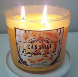 Bath-Body-Works-Caramel-Pumpkin-Swirl-Candle-Review-Photo1