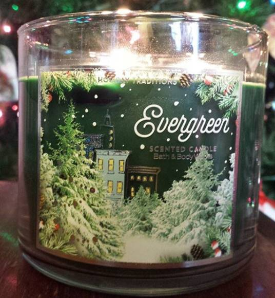 Bath-Body-Works-Evergreen-Scented-Candle-Review-3