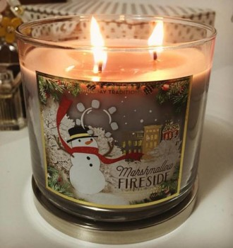 Bath-Body-Works-Marshmallow-Fireside-Scented-Candle-Review-1