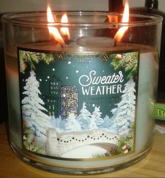 Bath-Body-Works-Sweater-Weather-Candle-Review-1