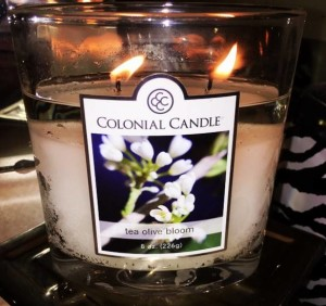 Colonial-Candle-Tea-Olive-Bloom-Scented-Candle-1