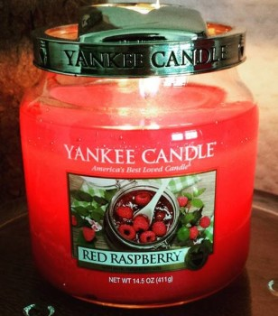 Yankee-14oz-Red-Raspberry-Jar-Candle