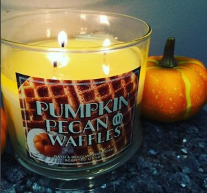 Bath & Body Works Pumpkin Pecan Waffles Candle Reviews