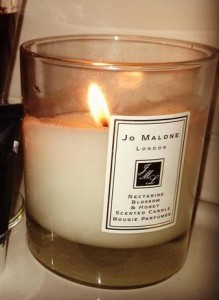 Jo-Malone-Nectarine-Blossom-Honey-Scented-Candle-1