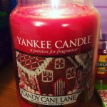 Yankee-22oz-Candy-Cane-Lane-Scented-Candle