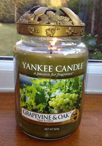 Yankee-22oz-Grapevine-Oak-Scented-Candle-1