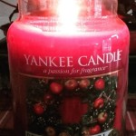 Yankee-22oz-Red-Apple-Wreath-Jar-Candle-2
