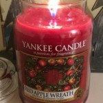 Yankee-22oz-Red-Apple-Wreath-Scented-Candle