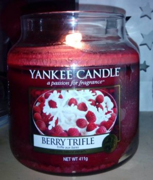Yankee-Berry-Trifle-Scented-Candle-Review-1