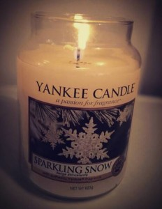 Yankee-Sparkling-Snow-Candle-Review-1