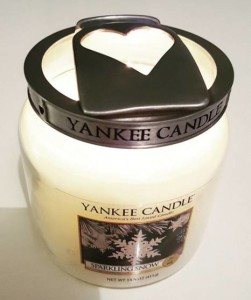 Yankee-Sparkling-Snow-Candle-Review-2
