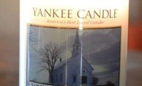 Yankee-White-Christmas-Scented-Candle-Review-3