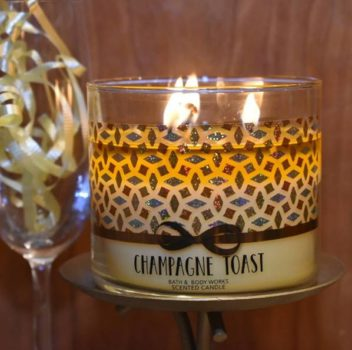 Bath-Body-Works-Champagne-Toast-Scented-Candle-Review-1