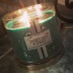 Bath-Body-Works-Snowflakes-and-Spruce-Jar-Candle-2