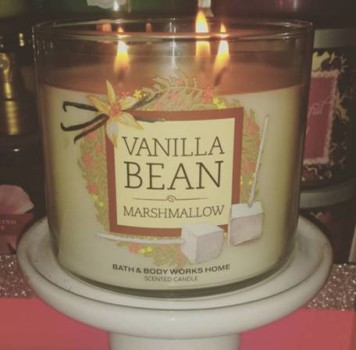Bath-Body-Works-Vanilla-Bean-Marshmallow-Candle-Review-1