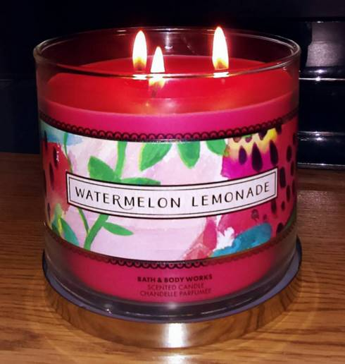 Bath-Body-Works-Watermelon-Lemonade-Scented-Candle-Review-5