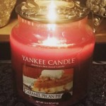 Yankee-14oz-Caramel-Pecan-Pie-Scented-Candle-1
