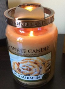 Yankee-Pain-Au-Raisin-Jar-Candle-Review-5