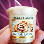 Yankee-Pain-Au-Raisin-Votive-Candle-1