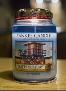 Yankee-Beach-Holiday-Scented-Candle-Review-4