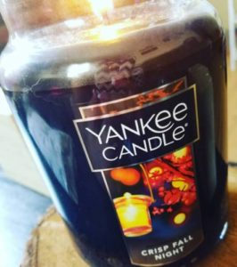yankee-crisp-fall-night-scented-candle-3