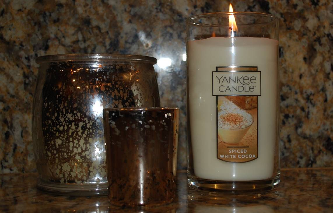 yankee-spiced-white-cocoa-scented-candle-1