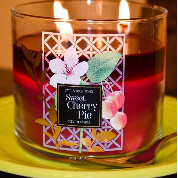 Bath-Body-Works-Sweet-Cherry-Pie-Scented-Candle-Review-1