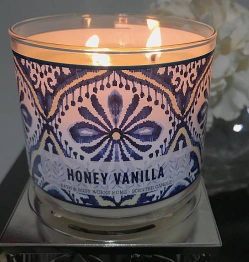 Bath-Body-Works-Honey-Vanilla-Scented-Candle-Review-Photo-6