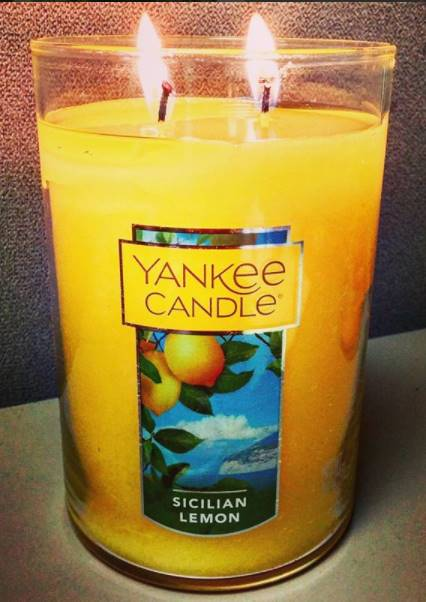 Yankee-Sicilian-Lemon-Scented-Candle-Review