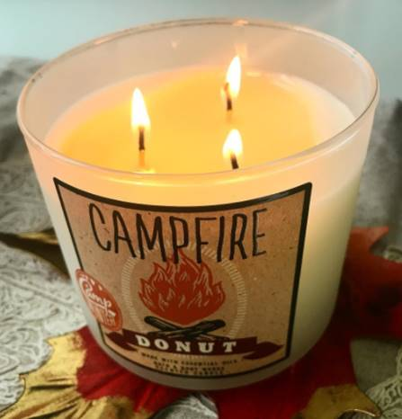 Bath-Body-Works-Campfire-Donut-Scented-Candle-Review-4